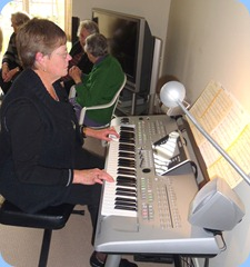 Pam Rea playing the Tyros 3
