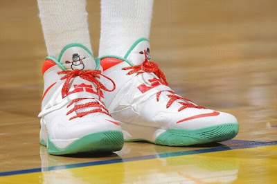 wearing brons nba soldier7 draymond warriors 03 @PG30 MIA & @Money23Green Showcase Two Different Soldier VII Xmas PEs