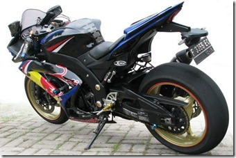Modified Kawasaki Ninja 250R Red Bull Moge
