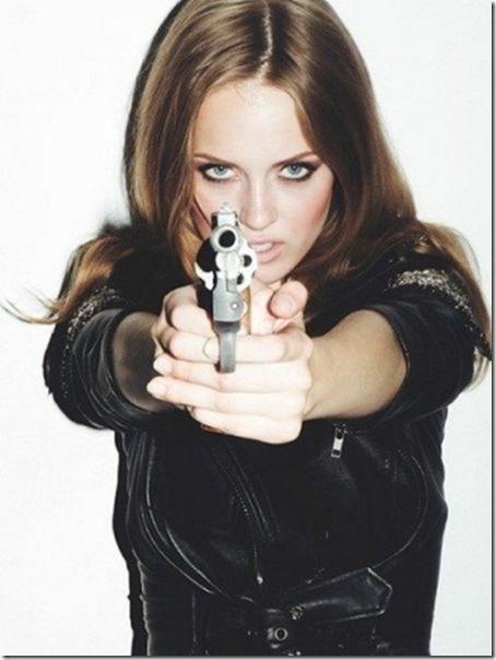 hot-women-guns-5
