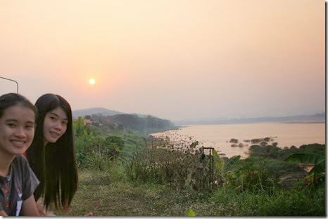 ริมโขงยามเย็น ดูพระอาทิตย์ตกดิน