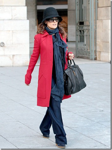 Salma Hayek Salma Hayek Goes Stroll Paris MNMWuCHw-fMl