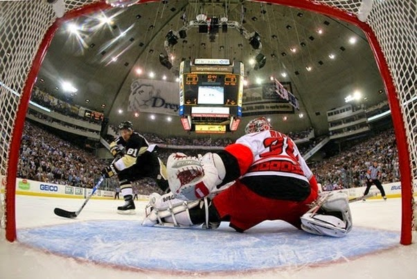 Carolina Hurricanes v Pittsburgh Penguins IneDrILGRThl_thumb[2]