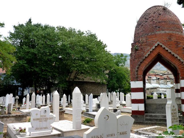 cementerio-en-el-centro-de-Mostar.JPG