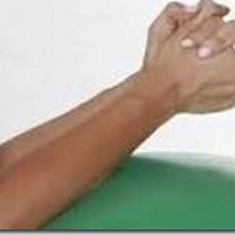 حتى لا تحس بالألم شبك يديك بهذه الطريقة