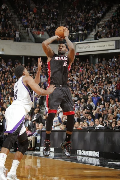 lebron james nba 131227 mia at sac 11 James Takes Flight in Sacramento in new Nike LeBron 11 Away PEs