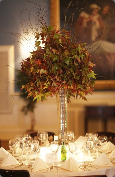 Beautiful-Blooms-Alison-Conklin Photo Racquet-Club-Nature-Inspired-Wedding-Maple-Leaf-Branches