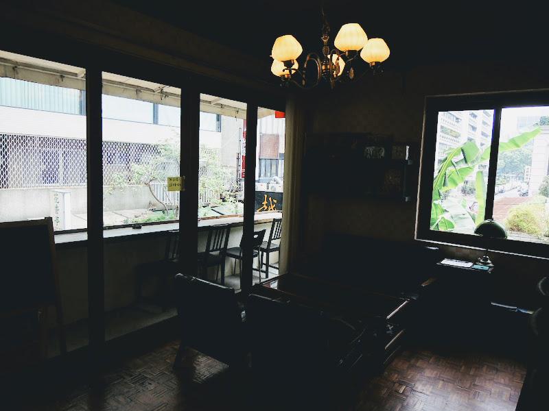 homey's Café 外是綠意盎然.jpg