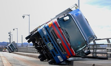 Lorries-overturned-by-a-s-008