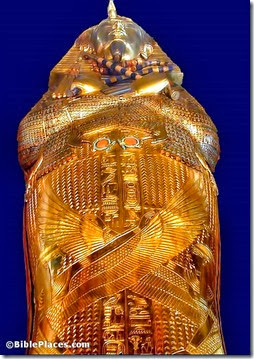 Tutankhamun gold coffin, tb110900522