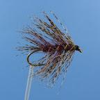 Haczyk - #8-2, 3-4 x long. Tułów – 3/4 kremowy dubbing, 1/4 z przodu różowy dubbing. Ogonek, skrzydełka, jeżynka – kogut badger popielaty.