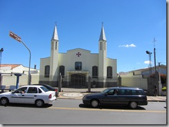 Avenida em frente a Igreja
