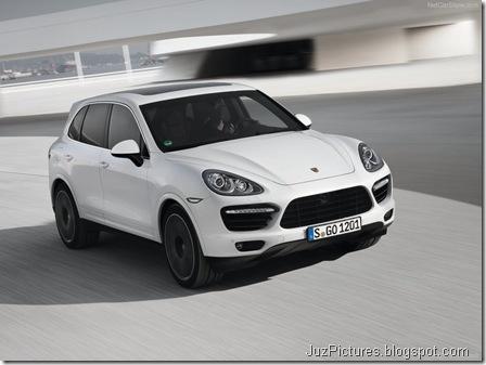 Porsche-Cayenne_Turbo_S_2013_800x600_wallpaper_03