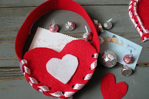 Felt Valentine Card Holder Tutorial