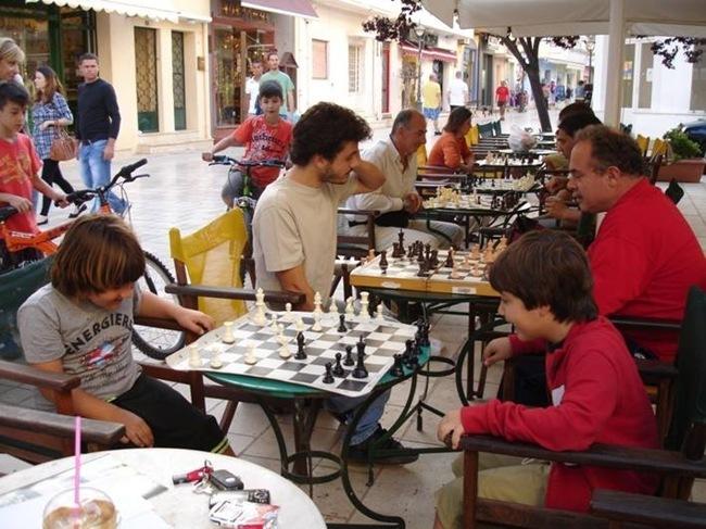 Φωτογραφίες από το σκακιστικό απόγευμα και τη ρεμπέτικη βραδιά στην Καμπάνα