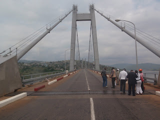 La dlgation de l&#039;OEBK sur le Pont Marchal  Matadi (Bas-Congo). Photo Radio Okapi.