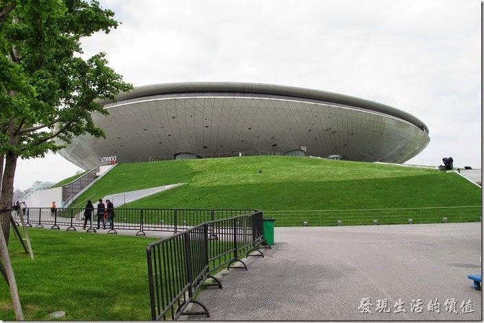 上海-望湘園。像是一個飛碟造型的【梅賽德斯-奔馳文化中心(Mercedes Benz),世博文化中心】,這次的餐廳就在其六樓的位置。