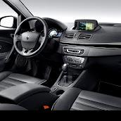 2013-Renault-Fluence-8.jpg