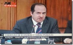 Álvaro acompanha, mas não intervém. Abr.2012