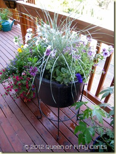 Planter on stand 3