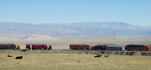 Tianshan - Camions et vaches