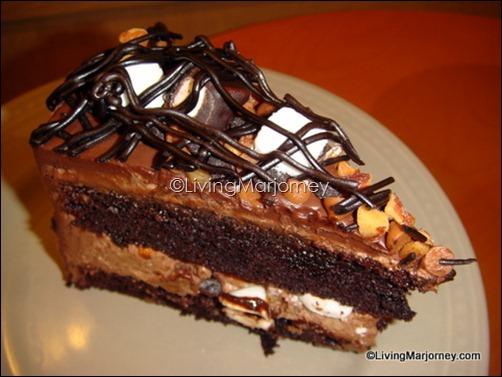 Starbucks Rocky Road Cake (P140 slice/ P1495 whole)