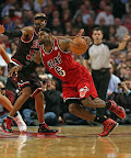 lebron james nba 130221 mia at chi 08 LeBron Debuts Prism Xs As Miami Heat Win 13th Straight