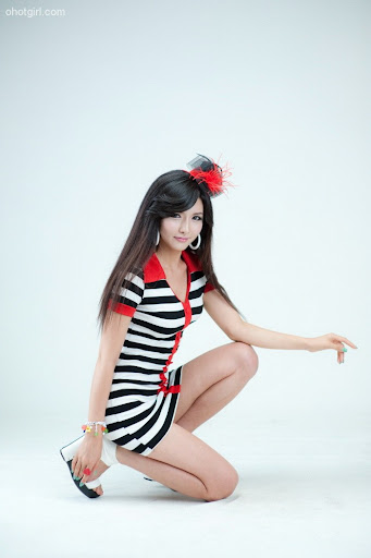 Cha Sun Hwa - Black, White and Red Dress