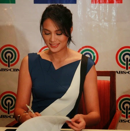 Isabelle Daza signs exclusive contract with ABS-CBN