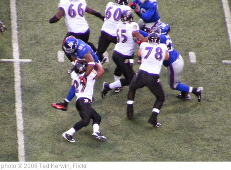 'Ray Rice blocks Justin Tuck' photo (c) 2008, Ted Kerwin - license: https://creativecommons.org/licenses/by/2.0/
