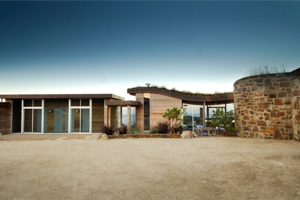 casa-moderna-de-madera-y-piedra