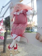 bambola su cornice