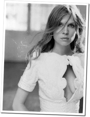 photo-noir-et-blanc-clemence-poesy