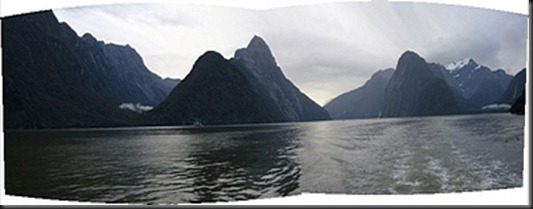 milford_sound_panorama_with_mitre_peak