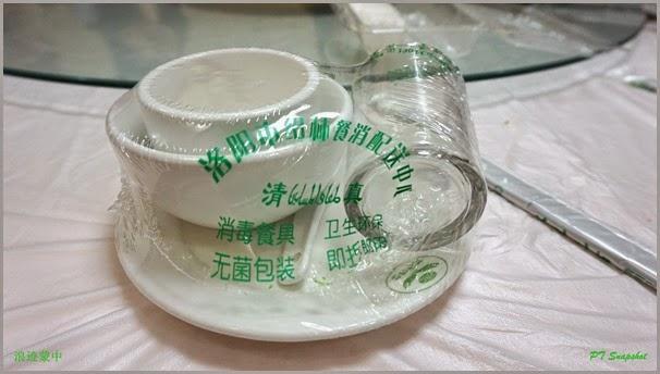 杯子、碟子、碗和茶杯,经过消毒密封