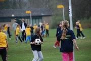 Schoolkorfbaltoernooi ochtend 17-4-2013 178.JPG
