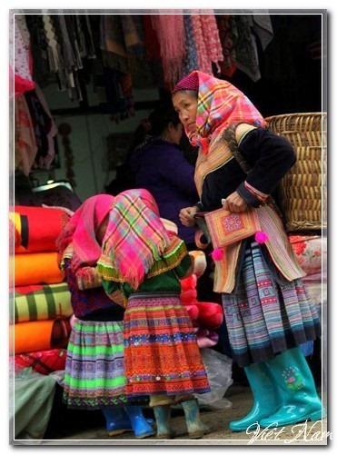 Rực rỡ sắc màu với phiên chợ xuân Bắc Hà
