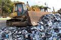 Destruction symbolique d'un million de cd pirates Un show pour marquer les esprits