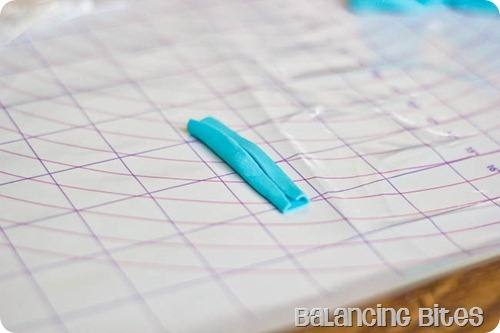 How to make a fondant or gum paste bow by Balancing Bites (12 of 23)