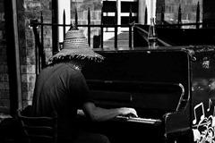 Streetside-Pianist