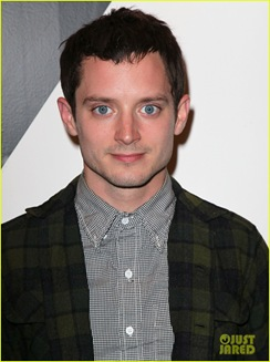 Elijah-Wood-dog-suit-07
