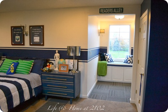 boys room blue stripe
