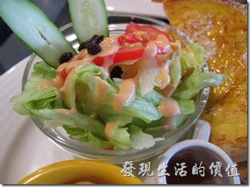 台南成功店-鯊魚咬土司。英式組合早餐的沙拉及厚片土司。