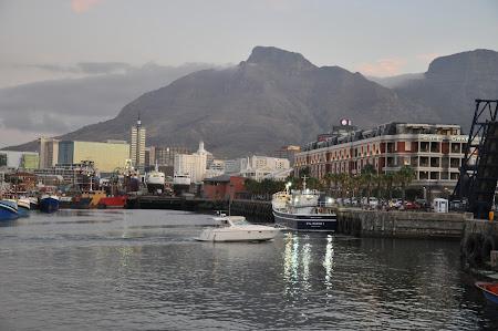 2. Cape Town V&A.JPG