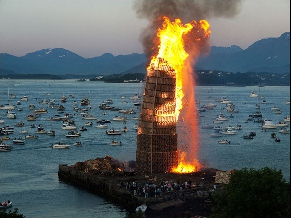 The_World's_Biggest_Bonfire_Ever_05
