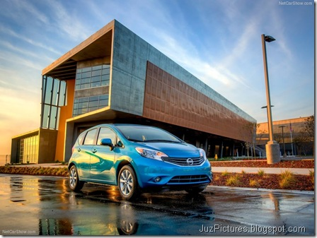 Nissan-Versa_Note_2014_800x600_wallpaper_05
