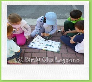 Bimbi che leggono (1)