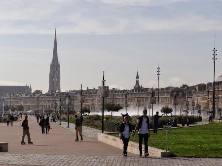 Obiective turistice Bordeaux: Promenada Garonne