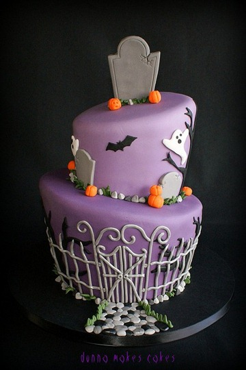 purple-halloween-cake