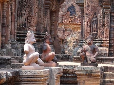 07. Statui khmere - Banteay Srei.JPG